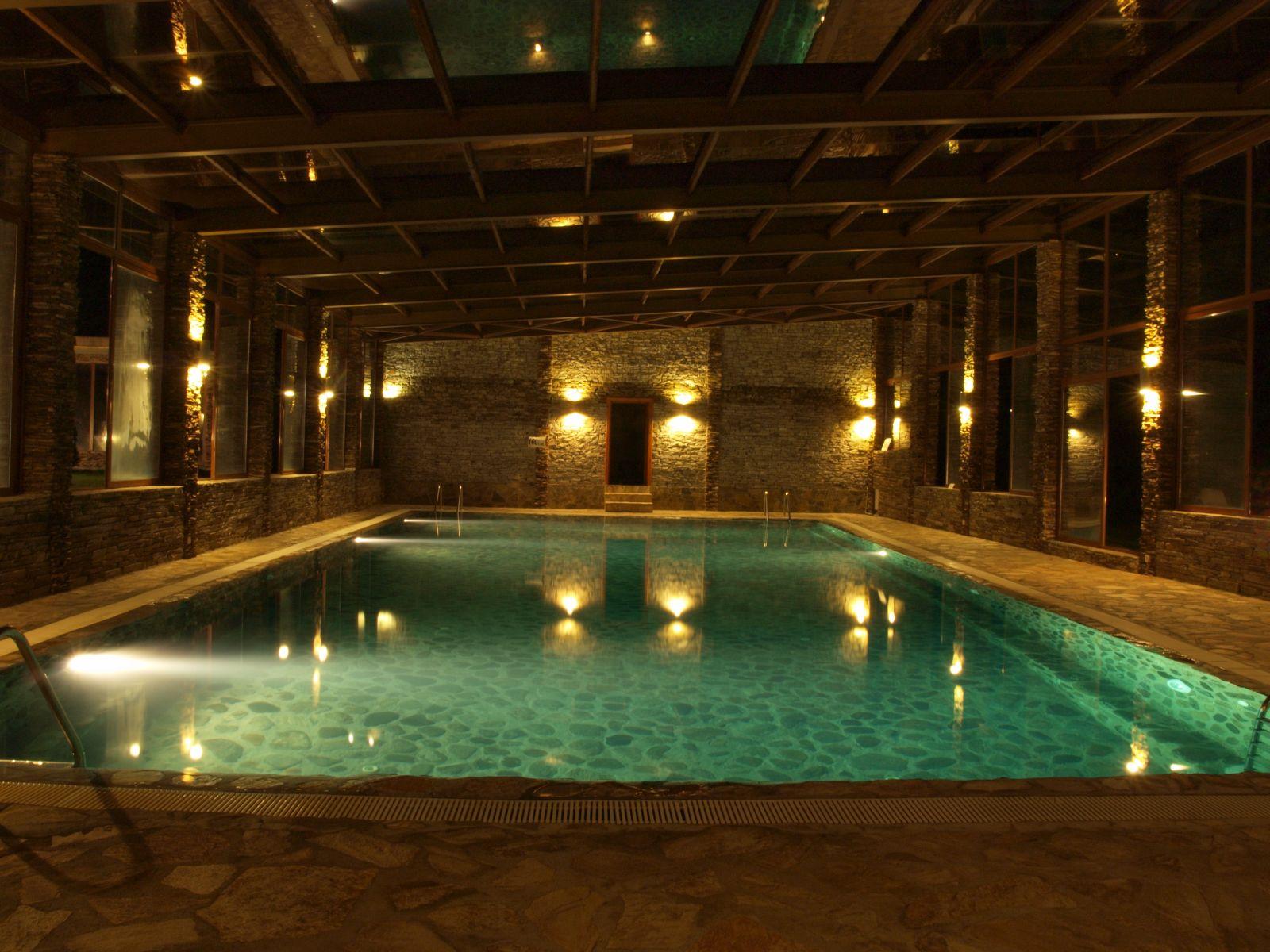 Хотел Петрелийски вътрешен минерален басейн